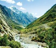 Panarama des montagnes de l'Himalaya de vallée et de rivière de Ganga Photographie stock libre de droits
