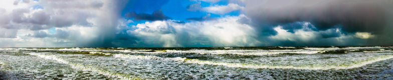 Panarama dramatisk storm Arkivfoto