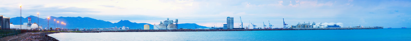 Panarama von Puerto de Castellon - Industriehafen Stockbilder