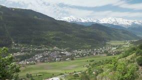 Panaramicmening aan de stad Mestia van de bergen, Georgië stock video
