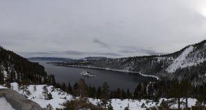 Panaroma van Emerald Bay Lake Tahoe, de sneeuw van Californië van recent onweer wordt behandeld dat royalty-vrije stock afbeeldingen