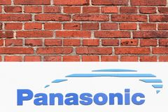 Panasonic-embleem op een muur Stock Afbeeldingen