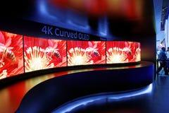 Panasonic 4K curvou a exposição CES 2014 de OLED foto de stock