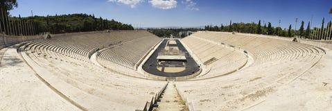 Panathenaic奥林匹克体育场Panoramatic视图在雅典 免版税库存图片