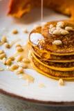 Pancake al forno della zucca su un piatto Immagini Stock