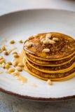 Pancake al forno della zucca su un piatto Immagine Stock