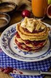 Pancake casalinghi con le banane Immagine Stock Libera da Diritti