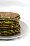 Pancake casalinghi degli spinaci Fotografia Stock Libera da Diritti