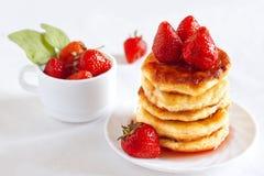 Pancake casalinghi squisiti del formaggio Fotografia Stock Libera da Diritti
