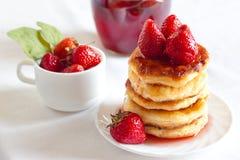 Pancake casalinghi squisiti del formaggio Fotografia Stock