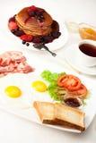 Pancake con bacon e le uova Fotografie Stock