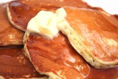 Pancake con burro e sciroppo Fotografie Stock