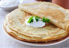 Pancake con crema acida. Fotografia Stock Libera da Diritti