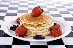 Pancake con frutta fresca Immagine Stock Libera da Diritti