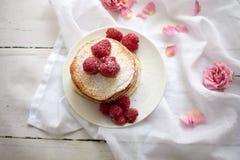 Pancake con i lamponi immagini stock