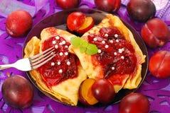 Pancake con il confiture della prugna Fotografia Stock Libera da Diritti