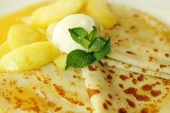 Pancake con il gelato Immagini Stock