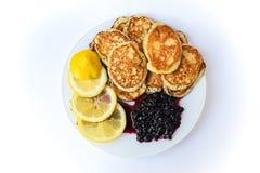 Pancake con il limone e l'inceppamento immagine stock libera da diritti