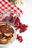 Pancake con il ribes immagine stock libera da diritti