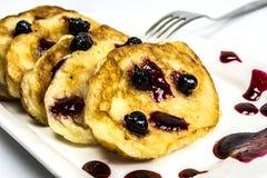 Pancake con l'inceppamento del ribes Fotografia Stock