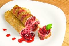 Pancake con la ciliegia Immagini Stock