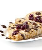 Pancake con la marmellata di amarene e la glassa del cioccolato Immagini Stock