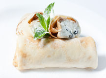 Pancake con la ricotta in zucchero in polvere Fotografia Stock Libera da Diritti