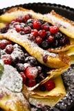 Pancake con le bacche Fotografie Stock Libere da Diritti