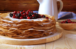 Pancake con le bacche immagini stock