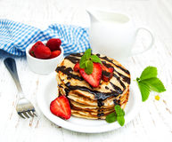 Pancake con le fragole Immagine Stock