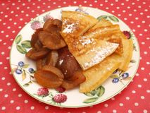 Pancake con le prugne Fotografia Stock