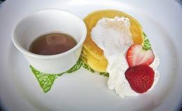 Pancake con lo sciroppo del miele Immagini Stock