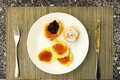 Pancake con lo sciroppo di acero Fotografia Stock