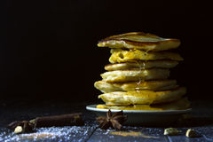 Pancake con miele Immagini Stock