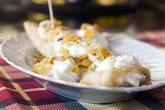 Pancake con miele e crema Immagini Stock Libere da Diritti