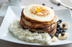 Pancake con miele e crema Immagine Stock Libera da Diritti