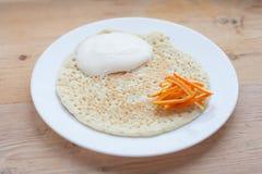 Pancake con panna acida fotografia stock