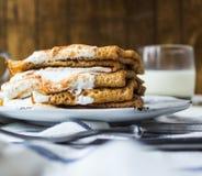 Pancake del caffè con panna acida Immagine Stock