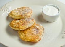 Pancake del formaggio con crema Fotografie Stock
