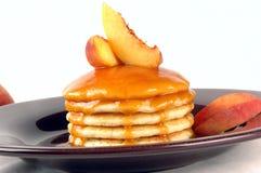 Pancake della pesca Fotografie Stock Libere da Diritti