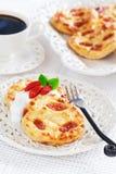 Pancake della ricotta con le bacche di goji immagine stock