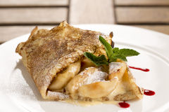 Pancake di Apple con il sabayon del Calvados Immagine Stock