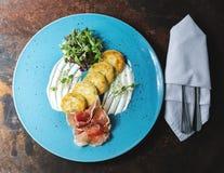Pancake di patata con bacon immagine stock