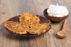 Pancake di patata con crema acida Immagine Stock Libera da Diritti