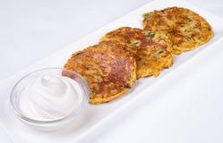 Pancake di patata con crema acida Fotografia Stock