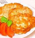 Pancake di patata con il pollo Immagini Stock Libere da Diritti
