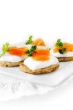Pancake di patata e Salmon Canapes affumicato Fotografia Stock Libera da Diritti