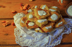 Pancake di patata sulla tavola di legno fotografia stock libera da diritti