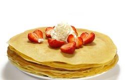 Pancake e fragola isolati Fotografie Stock Libere da Diritti