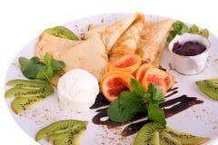 Pancake e gelato e frutta Fotografie Stock